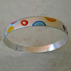 Flat Bangle with Colored Semicircles